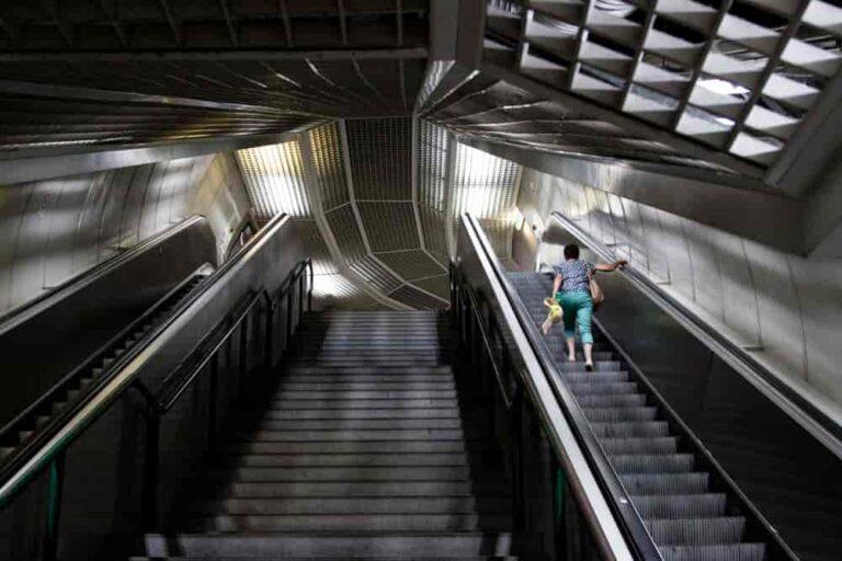 Tradycyjne i ruchome schody