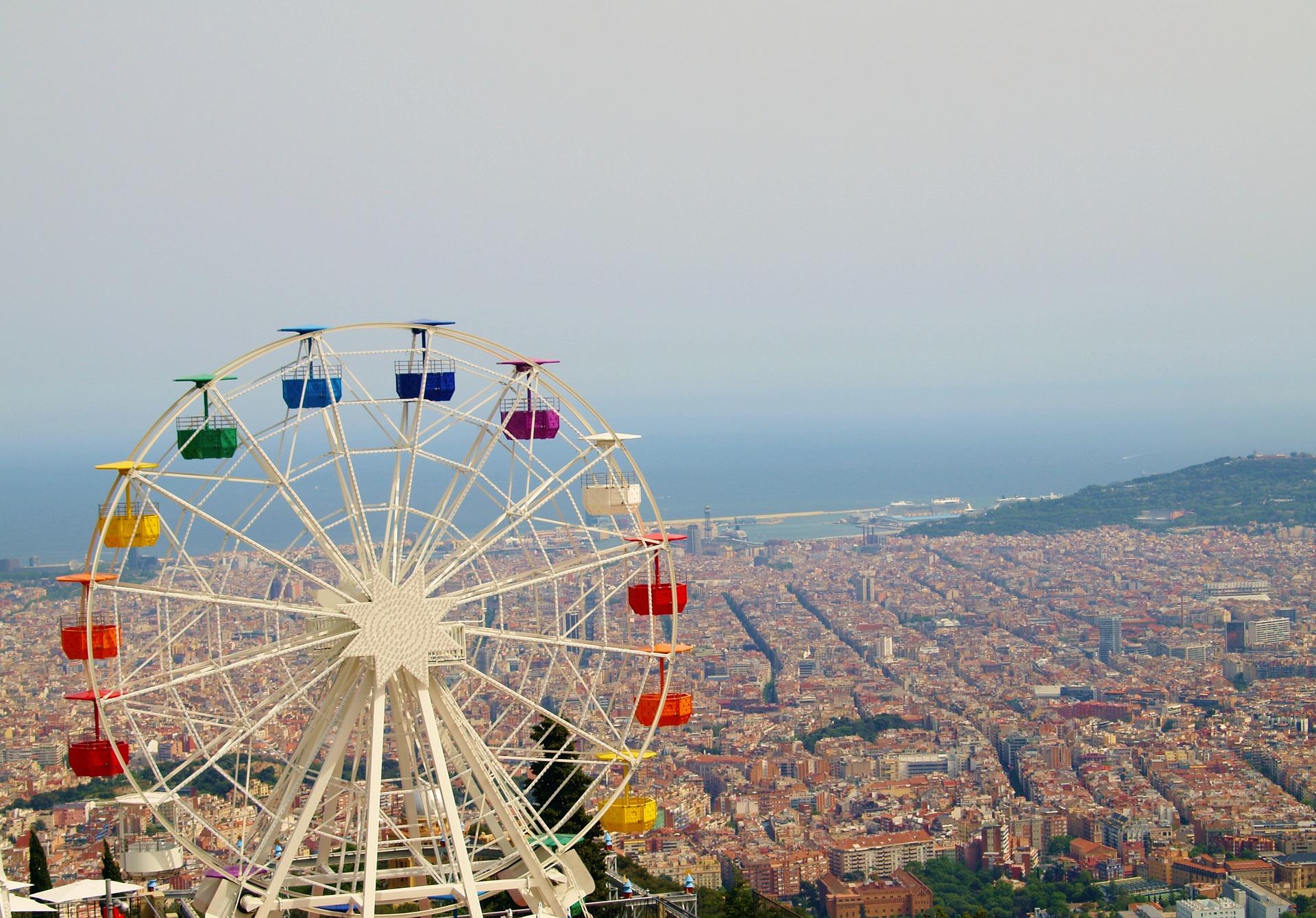 Wycieczka po Barcelonie - widok z lotu ptaka na krajobraz miasta